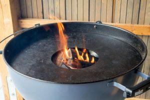 Einbrennen einer Feuerplatte von Grillrost.com