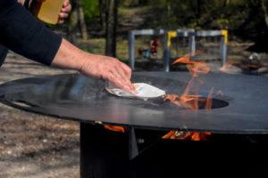 Feuerplatte einbrennen mit Öl