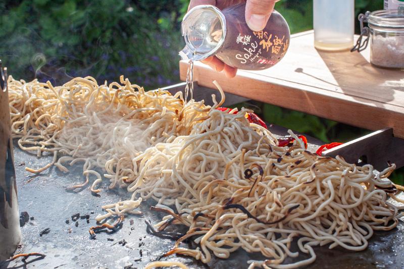 Reiswein Feuerplatte Mi Nudeln Kugelgrill