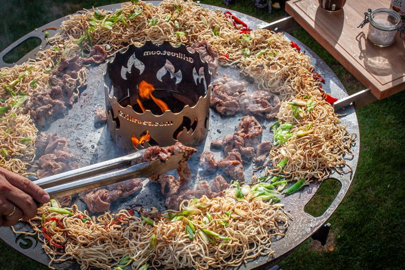Kugelgrill Feuerplatte Mi Nudeln Rind Asiatisch