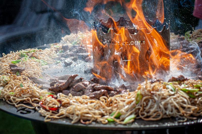 Asiatische Nudeln Feuerplatte Rind Grillen lecker